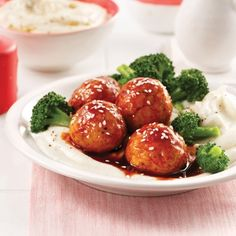 Boulettes de poulet miel et sriracha - 5 ingredients 15 minutes I Love Food, Good Food, Yummy Food, One Pot Dishes, Meatball Recipes, Cooking Time, Meal Prep, Sauce Sriracha, Easy Meals