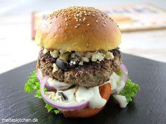 Greek Burger mit Tsatsiki, Fetakäse und Oliven   malteskitchen.de
