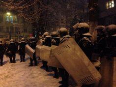 #Євромайдан @evromaidan 5 хв. В будівлі КМДА вимкнули світло, демонстранти готуються відбивати атаку #Євромайдан #Евромайдан #Euromaidan #Ukraine pic.twitter.com/RWyfxi64zz