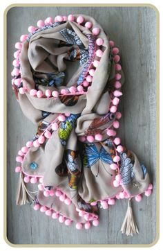 Mooie sjaals en super sieraden    Vlinder sjaal `zand` met roze