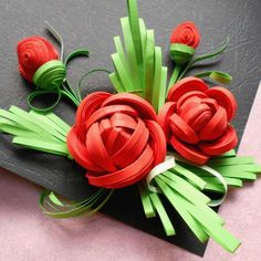 3D Quilled Rose by Handmade Tools. Neli Quilling, Quilling Videos, Quilled Roses, Quilling Comb, Paper Quilling Flowers, Paper Quilling Patterns, Quilling Paper Craft, Quilling Techniques, Paper Roses