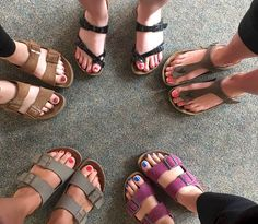 Five Reasons Owning A Pair Of Birkenstocks Is Better Than Having A Boyfriend Birkenstock Sandals Outfit, Birkenstock Mayari, Birkenstock Arizona, Cute Sandals, Summer Sandals, Flat Sandals, Beautiful Toes, Me Too Shoes, Oxford Shoes