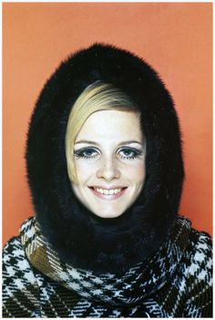 Photo Terence Donovan :Twiggy in Twiggy Collection 67, French Elle, September 1966