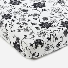 Modern Floral organic crib sheet from BROOKLYN BORN. Made from GOTS certified 100% organic cotton. Designed in Brooklyn.