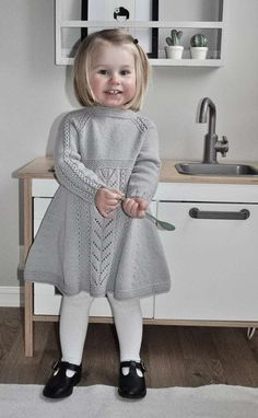 Soria Moria Kjole pattern by Wenche Steffensen – Knitting patterns, knitting designs, knitting for beginners. Girls Knitted Dress, Knit Baby Dress, Knitted Baby Clothes, Baby Outfits, Baby Girl Dresses, Kids Outfits, Baby Girls, Kids Knitting Patterns, Knitting For Kids