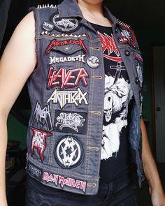 Battle Jacket's Blog Heavy Metal Fashion, Heavy Metal Girl, Punk Jackets, Cool Jackets, Punk Patches, Battle Jacket, Estilo Rock, Punk Outfits, Punk Fashion