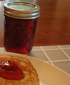 Old-fashioned Crab Apple Jelly Recipe Crab Apple Recipes, Jelly Recipes, Jam Recipes, Cooking Recipes, Amish Recipes, Cooking Ideas, Mayonnaise, Chutney, Crabapple Jelly Recipe