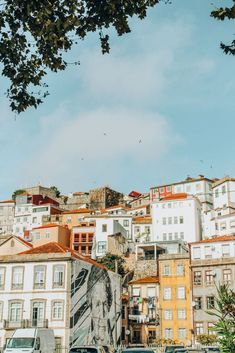The best views and spots for your photos in Porto #portugal #oporto #travel #viagens #europa #instagrammable How To Take Photos, Great Photos, Top Place, Over The River, Crystal Palace, Running Away, Nice View, Us Travel, House Colors