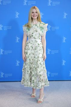 Botanic Garden from What the Fashion Actress Elle Fanning looks refreshing in a white floral dress at The Roads Not Taken photo call in Berlin, Germany. Tutu, Floral Applique Dress, Look Festival, Berlin Film Festival, Dakota And Elle Fanning, White Floral Dress, Red Carpet Looks, Black Carpet, Red Carpet Dresses
