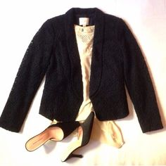 🔥1d SALE🔥ANN TAYLOR LOFT blazer Beautiful lace detail, tailored, flattering, vintage looking, fully lined. From pit to pit - appx - 15, length - appx 21, sleeve - appx - 22. Gorgeous. Ann Taylor Jackets & Coats