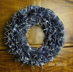 Itte tehty Wreaths, Paper, Handmade, Home Decor, Hand Made, Decoration Home, Door Wreaths, Room Decor, Deco Mesh Wreaths