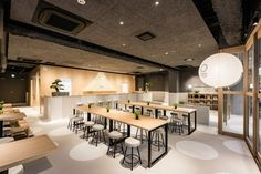 The spacious and clean ground floor combines the lobby and an Izakaya-style café, featuring plenty of seating where both hostel guests and neighbourhood denizens can mingle and relax. Japan Design, Hotel Lounge, Cafe Design, Bed Design, Design Furniture, Restaurant Design, Restaurant Interiors, Retail Design, Modern Interior Design