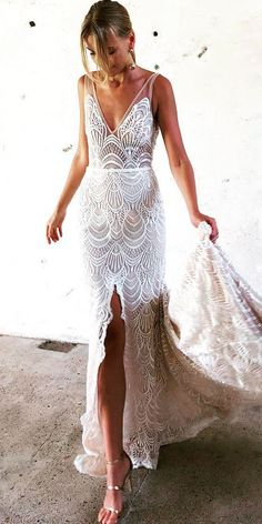 36 Totally Unique Fashion Forward Wedding Dresses In this article we collected unique wedding gowns. We submit fashion forward wedding dresses a variety of fabrics, diffrent styles. Choose one for youself! Unique Fashion, Modern Fashion, Unique Wedding Gowns, Wedding Shoes, Lace Wedding, Wedding Dresses Non Traditional, Wedding Reception Dresses, Wedding Bride, Wedding Rings