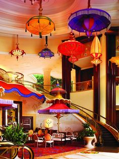 Las Vegas Hotel Tips. Sometimes, it is necessary to stay in a Las Vegas hotel. People often are disappointed with hotel rooms because they leave out the research. Wynn Hotel Las Vegas, Las Vegas Vacation, Vegas Fun, Affordable Hotels, Best Hotels, Best Cocktail Bars, Destinations, Las Vegas Strip, Rio De Janeiro