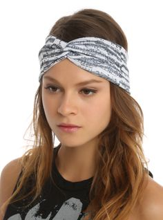 White fabric stretch headband with a black music notes print. Pretty Outfits, Cool Outfits, Pretty Clothes, Fashion Accessories, Hair Accessories, Band Merch, Basic Outfits, Music Notes, Hair Jewelry