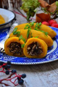 KLUSKI DYNIOWE Z KASZĄ GRYCZANĄ I GRZYBAMI Polish Recipes, Polish Food, Vegan Recipes, Food And Drink, Mexican, Vegetarian, Beef, Meals, Dinner