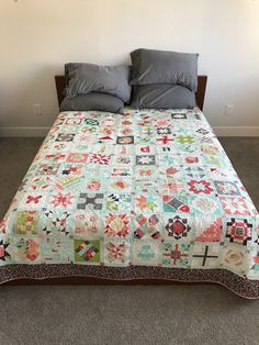 sampler quilt by Jen Van Orman Dear Jane Quilt, Medallion Quilt, Sampler Quilts, Quilt Patterns, Comforters, Blanket, Inspiration, Furniture, Scrappy Quilts