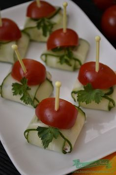 paachetele-of-the-cheese-cucumber - Germany 2019 Vegetarian Crockpot Recipes, Vegetarian Appetizers, Appetizer Recipes, Cooking Recipes, Toothpick Appetizers, Mini Appetizers, Tapas, Party Food Buffet, Football Party Foods