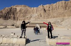 Seja bem vindo ao templo de Hatshepsut, em Luxor!  Contamos nossa experiência visitando Luxor, no Egito. Lá vimos templos antigos enormes, as tumbas dos faraós super conservadas e muito mais...