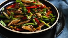 Stir-fried chicken and asparagus