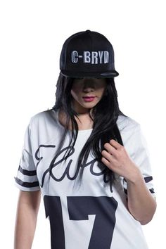 Robe Sport Lady C-BRYD 12.17 Femme. Tissu doublé et léger. Inscriptions Elvis 17 à l'avant avec bande noir sur le bas de la robe et les manches.