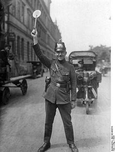 Verkehrsposten der Schutzpolizei Berlin 1924