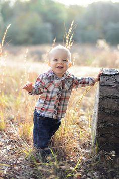 cute love this idea Fall Baby Pictures, Newborn Family Pictures, 9 Month Photos, First Year Photos, Toddler Photography Poses, Children Photography, 8 Month Old Baby, Milestone Pictures, Boy Photo Shoot