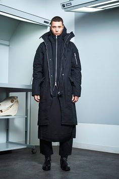 Siki Im presented its Fall/Winter 2017 collection during New York Fashion Week Men's. Winter 2017, Fall Winter, Autumn, Sustainable Looks, Urban Fashion, Mens Fashion, Fashion Show, Fashion Outfits, Fashion Styles
