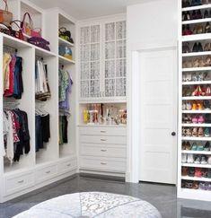 Propuetas de armarios y vestidores, ideales para aquellos que tienen un buen espacio disponible en casa para ellos...