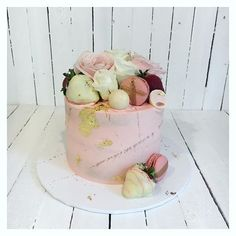 34 Likes, 4 Comments - Floss Cakery Celebration Cakes, White Chocolate, Strawberry, Happy Birthday, My Favorite Things, Videos, Photos, Instagram, Shower Cakes