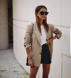 Style Report: De leukste minimalistische summer looks | YOUR DAILY FASHION NEWS.com Simple Work Outfits, Winter Outfits For Work, Trendy Outfits, Summer Outfits, Fashionable Outfits, Outfit Winter, Summer Shorts, Summer Clothes, Chic Outfits