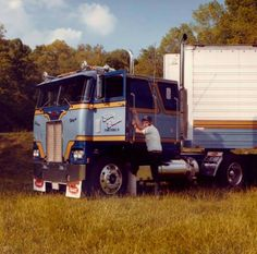 International 1980 used international 4070 heavy duty cabover truck rigs pinterest rigs - Pictures of old peterbilt trucks ...