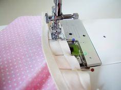 πως να τοποθετησετε ρελι σε καμπυλη, ντεκολτε, μασχαλη Usb Flash Drive, Sewing, Scrappy Quilts, Templates, Dress, Sewing Lessons, Sewing Techniques, Sewing Patterns, Sew Pillows