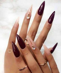 Two tone nails are very popular nowadays. You must have seen many models and celebrities show off beautiful manicured nails with the coolest two tone nail designs on them. As the name suggests, two tone nails art means that the wearer uses two differ Pointy Nails, Stiletto Nail Art, Cute Acrylic Nails, Gel Nails, Stiletto Nail Designs, Nail Nail, Nail Glue, Nail Tech, Coffin Nails