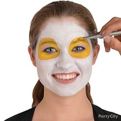 Step 3: Fill in your eye circles with yellow grease makeup.
