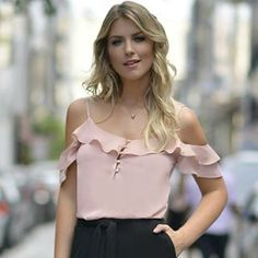 Regata Ombro Vazado Jabots (135,00)  Compre pelo site  www.santasantina.com.br ✔Pagamento via depósito bancário ✔ Cartões de crédito via pagseguro. Parcelamos em até 3x sem juros. ✔ Enviamos para todo o Brasil via sedex ou PAC. #lojasantasantina #trend #moda #estilo #instafashion #santasantina #arraso #vestidadesantina #fashion #moda #modaparamulheres #modaparameninas #ootd #dodia #vendasonline #americana #blusafeminina #blusa #regatasfemininas #regatas #fashionista #awesome
