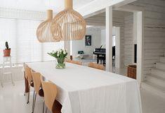 Rakas vanha valkoinen taloni Dining Table, Furniture, Home Decor, Decoration Home, Room Decor, Dinner Table, Home Furnishings, Dining Room Table, Home Interior Design