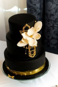Wedding cake recipes 52706258124334524 - Black wedding cake idea – art deco wedding cake {Bijou's Sweet Treats LLC} Source by weddingwire Black Wedding Cakes, Floral Wedding Cakes, Wedding Cake Rustic, Amazing Wedding Cakes, Wedding Cake Designs, Wedding Cake Toppers, Gatsby Wedding, Wedding Art, Cake Wedding