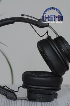 Most of the most popular bags do not meet a certain aesthetics this season. Best Studio Headphones, Computer Headphones, Over Ear Headphones, Simple Aesthetic, Aesthetic Black, Home Studio Music, Popular Bags, Music Studios, Good Music