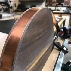 r/Easywoodworking - this shot feels good! Walnut and copper serving tray Woodworking Router Bits, Cool Woodworking Projects, Woodworking Videos, Diy Wood Projects, Woodworking Shop, Woodworking Plans, Wood Crafts, Wood Working For Beginners, Home Repair