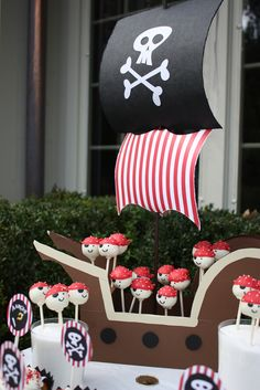Cake pops and decorations at a Pirate Party. So clever, love the cake pop pirates! Pirate Cake Pops, Pirate Cakes, Cake Pop Displays, Party Fiesta, 4th Birthday Parties, Pirate Birthday Cupcakes, Pirate Birthday Cake, Birthday Fun, Birthday Ideas