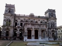 Abandoned Sheesh Mahal,Hathwa.Bihar,India