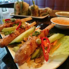 Vandaag testen wij Pho Amsterdam. Dit voorgerecht is de Chao Tom; een gegrilde kip & garnalenspies op suikerriet.  #phoAmsterdam #Amsterdam #pho #Chaotom #skewers #vietnamese #foodporn #vietnamesefood #foodie #food #yummy #vietnam #springrolls #chopsticks #CityguysNL