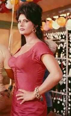 The Beauty of Sophia Loren🌴⚘By Tim🌻🍒 Old Hollywood Stars, Hollywood Icons, Old Hollywood Glamour, Sophia Loren Style, Sophia Loren Images, She's A Lady, Actrices Hollywood, Italian Actress, Italian Beauty