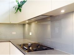 PAR Glass - London's Leading Glass Supplier and Manufacturer of Glass - Splashbacks, Shower Screens, Mirrors, Doors And Partitions and Balustrades Glass Kitchen, Kitchen Reno, New Kitchen, Kitchen Glass Splashbacks, Kitchen Cabinets, Glass Suppliers, Shower Screen, Kitchen Accessories, Reno Ideas