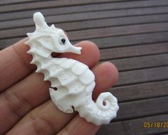 Gorgeous Adorable Sea Horse Pendant Bead, Drilled side to side, Carved Bone , Jewelry Supplies Soap Sculpture, Soap Carving, Antler Art, Wood Carving Patterns, Beaded Skull, Jewelry Making Supplies, Hand Carved, Carved Wood, Bones