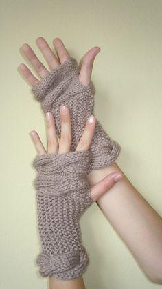 Fingerless gloves love the wrist not the bulk at fingers Fingerless Gloves Knitted, Crochet Gloves, Knit Mittens, Knit Crochet, Knitting Projects, Knitting Patterns, Crochet Patterns, Wrist Warmers, Hand Warmers