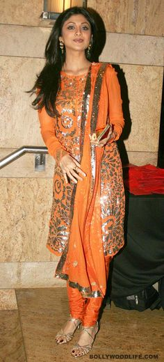 #ShilpaShetty wore this gorgeous full-sleeved salwar-kameez at choreographer Ganesh Hegde's wedding reception