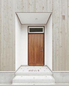 unfreezing reality through design Modern Entrance Door, House Entrance, Entrance Doors, Interior Architecture, Interior And Exterior, Door Design, House Design, Japanese Modern House, House Tiles