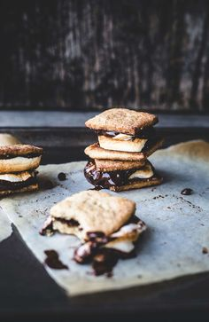 Caramelised pie crust s'mores // Izy Hossack - Top With Cinnamon